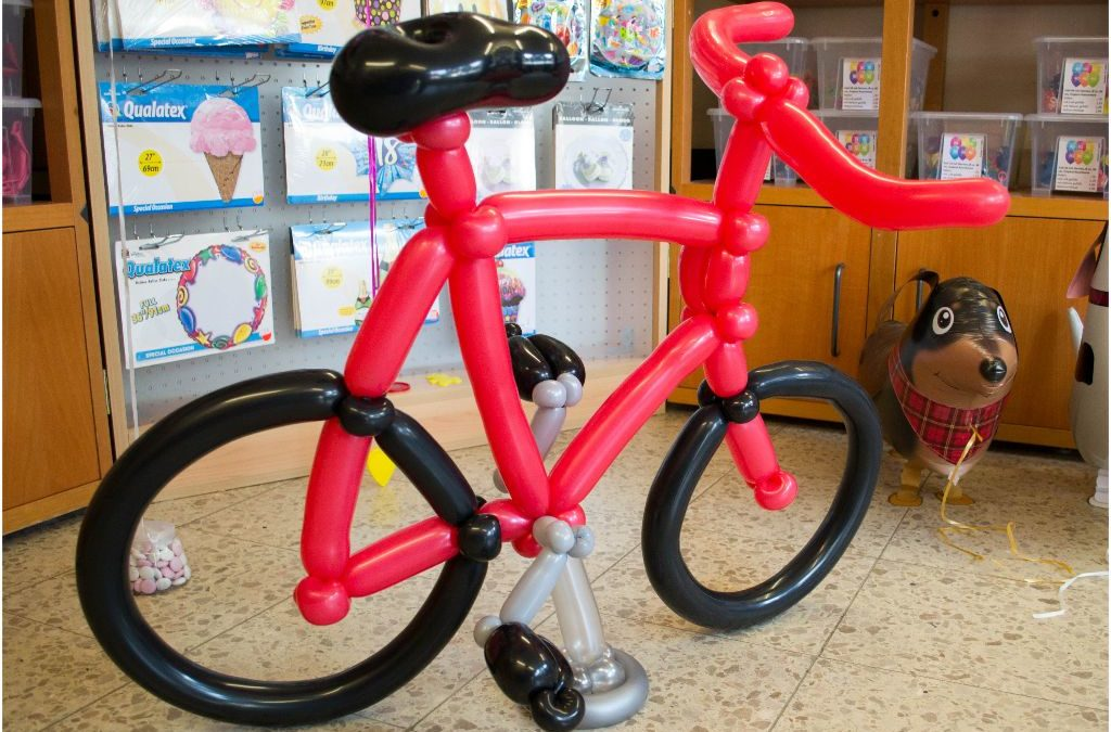 Ein Fahrrad aus Luftballons