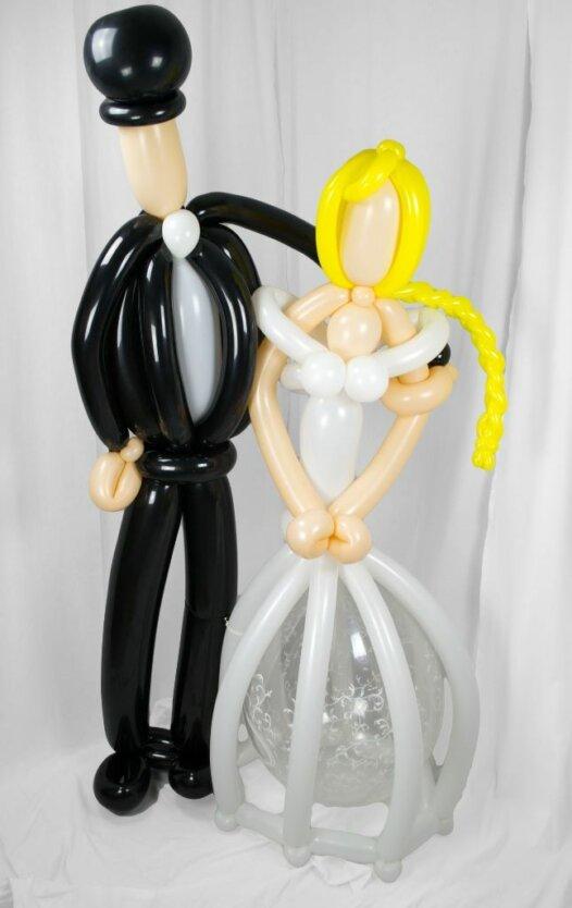 Lebensgroßes Brautpaar aus Luftballons