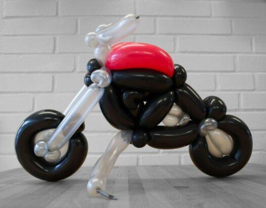 Motorrad Tourer aus Luftballons Seitenansicht