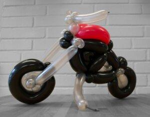Motorrad Tourer aus Luftballons Vollansicht