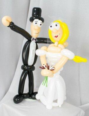 Brautpaar aus Luftballons - Braut mit blonden Haaren