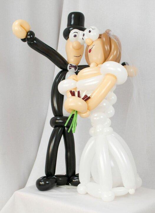 Brautpaar aus Luftballons - Braut mit braunen Haaren