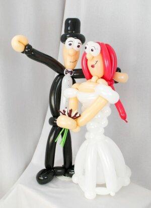 Brautpaar aus Luftballons - Braut mit roten Haaren