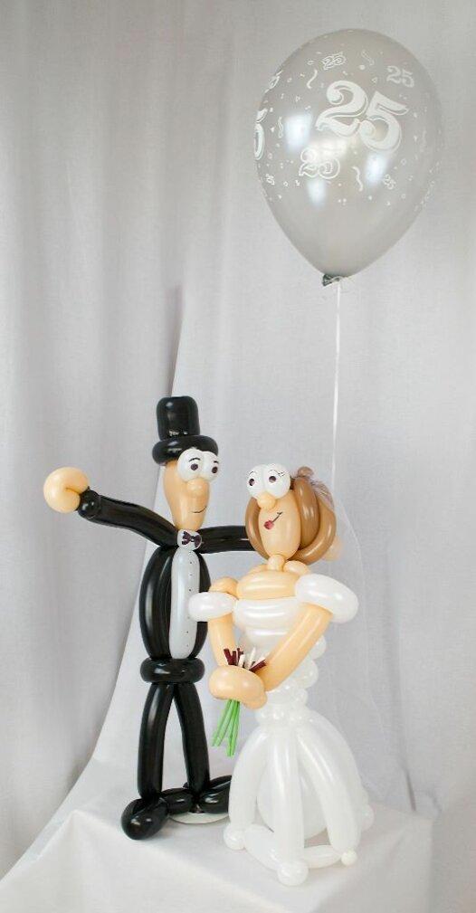 Brautpaar aus Luftballons Silberhochzeit