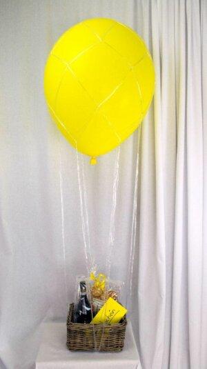 Heißluftballon gelb mit Geschenkkorb