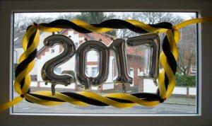 Luftballon-Schild Zahl 2017 silber im Rahmen