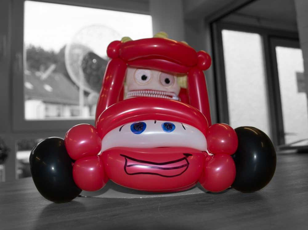 Auto aus Luftballons