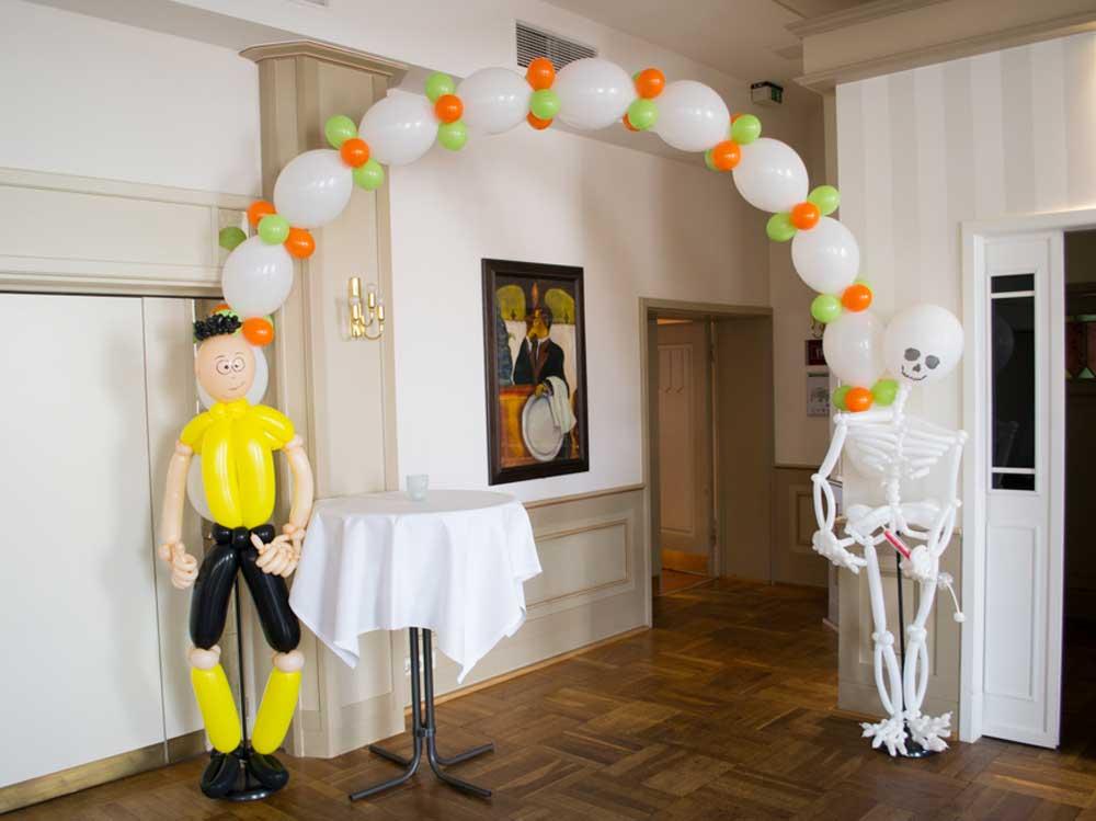 Dortmund Spieler und Skelett aus Luftballons