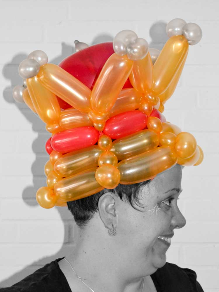 Krone aus Luftballons