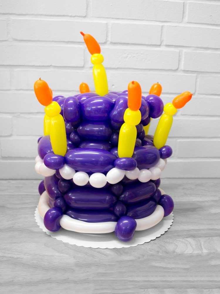 Torte mit Kerzen aus Luftballons