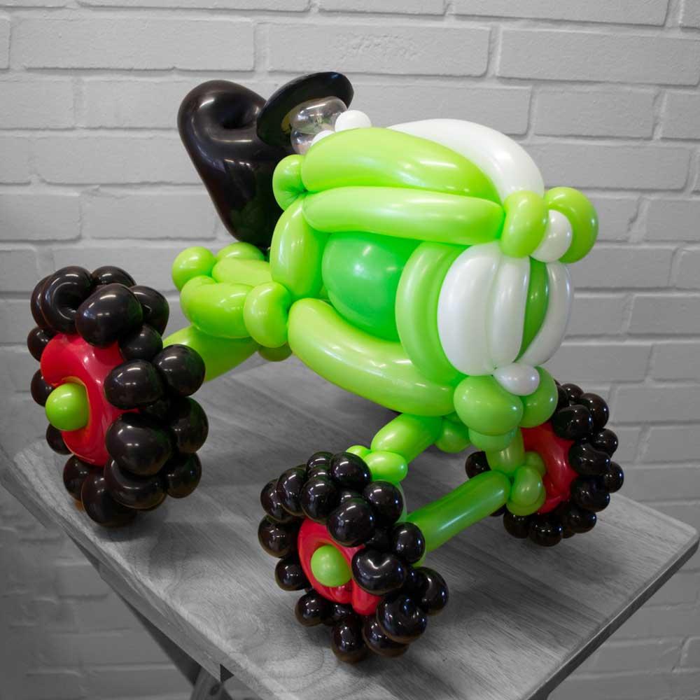 Traktor aus Luftballons