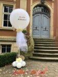 Schloss Eldingen Portal mit Luftballon Herzlich Willkommen